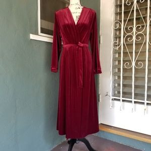 Oscar de la Renta Burgundy Velvet Robe